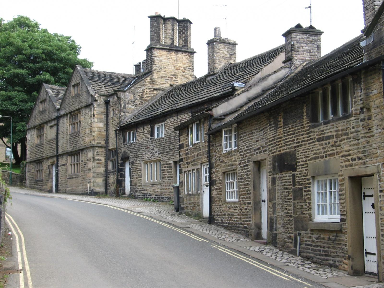 Glossop_-_houses_on_Church_Street_South